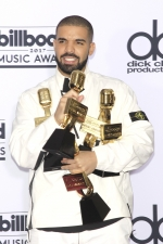 Репер Drake образив сестер Кардашян у пісні
