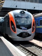УЗ призначила ще 3 додаткові поїзди до осінніх свят