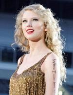 Тейлор Свіфт прикрасила обкладинку британського Vogue