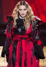 Мадонна подорожує Африкою