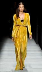 Ірина Шейк приголомшила яскравим виходом на Тижні моди