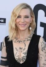 """Кейт Бланшетт приміряла """"татуйоване"""" вбрання"""