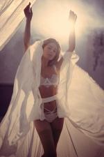 """Чуттєва Злата Огнєвіч показала красу тіла у відвертому кліпі """"Богиня"""""""