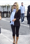 Кейт Мосс знялась в обтислій мереживній сукні