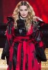 Мадонна в міні-шортиках розсунула ніжки і повалялася на фламінго