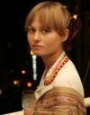 Katya Chilly заспівала посеред сільського ставу