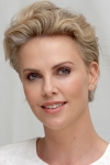 Шарліз Терон зізналася, що їй важко поєднувати кар'єру і виховання дітей