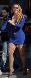 Мерайя Кері похизувалась апетитною фігурою у міні-сукні