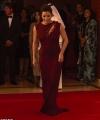 Розкішна Єва Лонгорія у стильній сукні завітала на благодійну вечерю