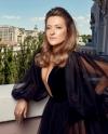 Наталія Могилевська вигуляла на балконі оксамитову вечірню сукню