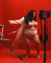 Тільки у спідній білизні: реперка Alyona Alyona знялася в рекламному ролику